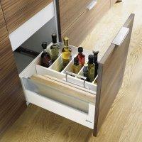 Система внутренних разделителей ORGA-LINE обеспечивает идеальный порядок в любом ящике. Все кухонные принадлежности, будь то столовые приборы, бутылки или кастрюли, можно разместить надежно и удобно.