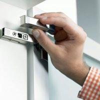Комбиниция петли CLIP top с системой амортизации BLUMOTION или механической системой открывания TIP-ON для дверей.